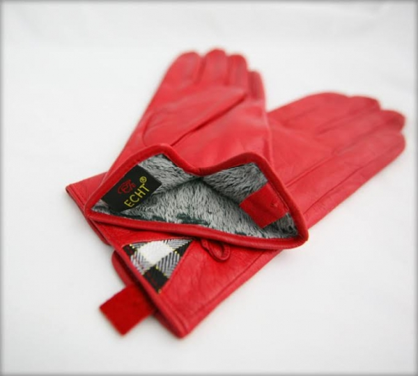c3927c8ac8b Štýlové dámske kožené rukavice sú vhodné pre každú príležitosť. Vnútro  rukavíc je zateplené mäkkým dlhým vláknom. To zaisťuje príjemnú výhrevnosť  aj v ...