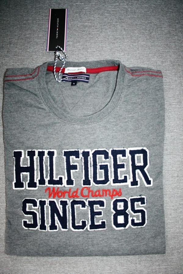 607a5b3f4b Pohodlné pánske tričko značky Tommy Hilfiger pre každodenné nosenie. Skvele  padnúci strih a príjemný materiál zo 100% bavlny
