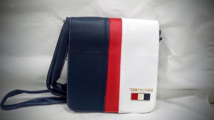 764de503f2 SHOPPER.sk   Príručná taška Tommy Hilfiger